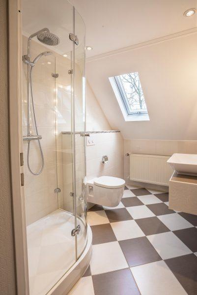 Badezimmer: Dusche | Hotel an der Messe | Frankfurts Geheimtipp · Reisende · Urlauber