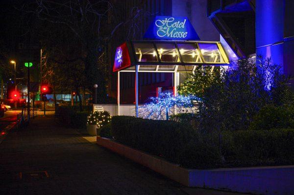 Eingang bei Nacht | Hotel an der Messe | Frankfurt's insider tip · Business · Leisure
